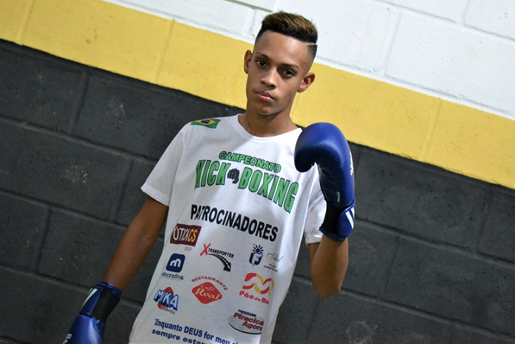 Isac Lucca, atleta de kickboxing da equipe Brock Team Fighters