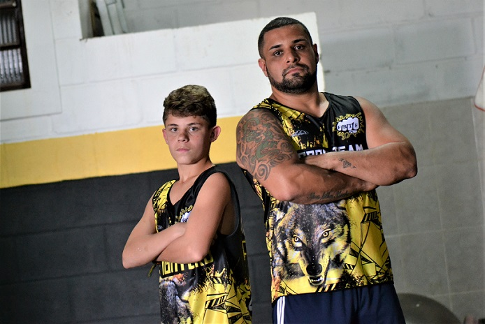 Matheus Ruiz da Costa e Julio Costa, equipe de kickboxing Brock Team Fighters